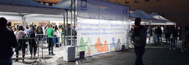 Vaccini Napoli over 30, la notte bianca alla Mostra d'Oltremare: «Siamo tutti chiamati a dare il nostro contributo»