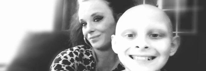 «Mamma voglio accompagnarti all'altare», malato di tumore a 12 anni realizza il suo sogno e muore