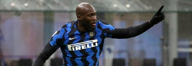 Inter, la frecciata di Lukaku a Ibra: «Il vero dio ha incoronato il re di Milano. Inchinatevi»