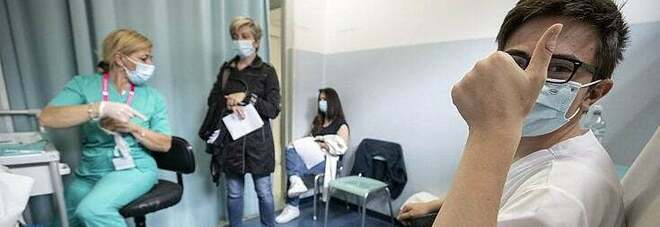 Vaccino, Comitato bioetica: «Decide adolescente, non genitore. Se rifiutia l'iniezione va informato ma non obbligato»