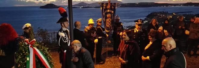 Nel ricordo del sottotenente dei carabinieri Alfonso Trincone, caduto a Nassiriya il 12 novembre 2003. Il saluto di suo padre Giuseppe sul luogo del ricordo, accompagnato dalla vedova del militare, Annamaria Zollo, dalle sue sorelle e dal sindaco di Pozzu