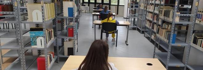 Biblioteche Napoli, nuovi libri ma orari dimezzati: «Sos operatori e wi-fi»
