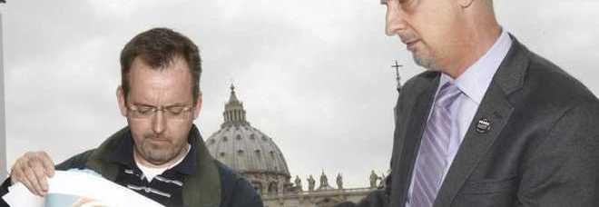 Due esponenti di Snap oggi a San Pietro (foto Pier Paolo Cito - Ap)