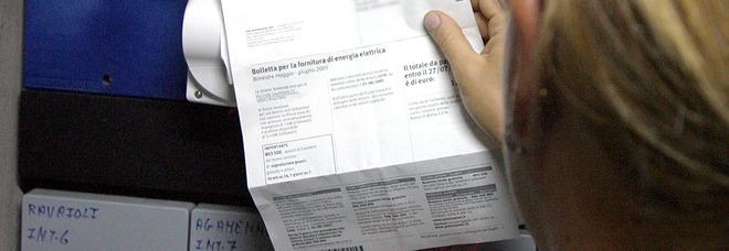 Da bollette e sanità una stangata per gli italiani: «7.300 euro l'anno a testa»