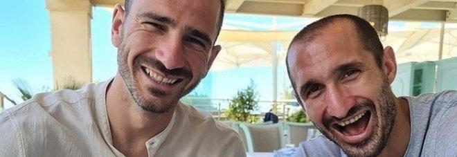 Bonucci e Chiellini, ancora sfottò agli inglesi: «Continuiamo a mangiare pasta». E spunta il «like» del ct Mancini