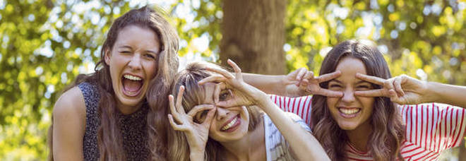Viaggi e Coronavirus, il rebus vacanze con gli amici: ammesse oppure no?