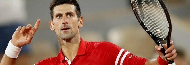 Djokovic batte Nadal (3-6, 6-3, 7-6, 6-2) e vola per la quinta volta in finale del Roland Garros