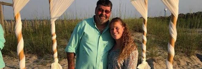 Marito e moglie morti dopo esser andati a un funerale, il dramma nel dramma
