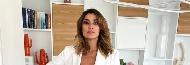 Isola 2021, Elisa Isoardi emozionatissima entra in studio: «Mi sembra di non aver mai fatto televisione»