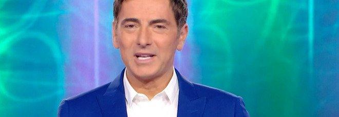 Marco Liorni si scioglie in lacrime in diretta a Reazione a Catena: «Scusate...». Ecco cosa sta succedendo