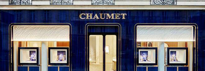 Parigi, rapina la gioielleria e scappa con il monopattino: colpo da tre milioni da Chaumet