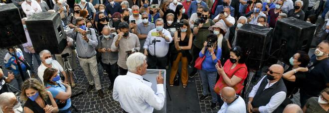 Comunali a Napoli, Bassolino torna in piazza: «Stop alle scelte romane»
