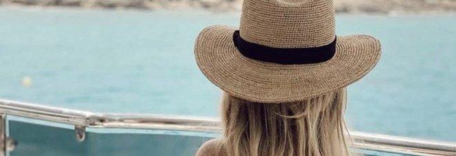 Wanda Nara in barca a Ibiza, la foto del lato B fa impazzire i fan: «Che bomba»