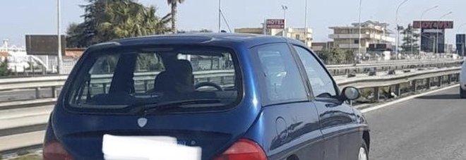 Asse mediano: «Attenti a quell'auto, fanno le truffe dello specchietto»
