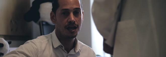 Sconfigge il cancro e dedica una canzone a moglie e figlio neonato: la storia di Giorgio, ex deputato M5S VIDEO
