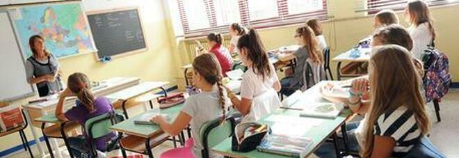 Scuole, rientro in classe anche senza tamponi: fondi per depurare l'aria