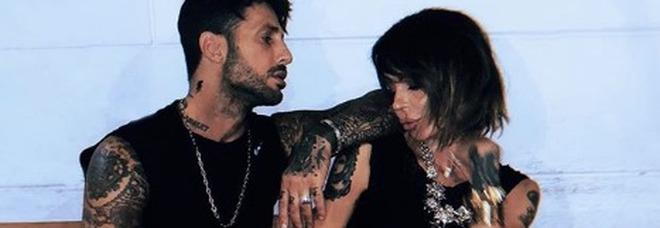 Fabrizio Corona, Nina Moric e la foto romantica insieme: ma i fan notano un particolare