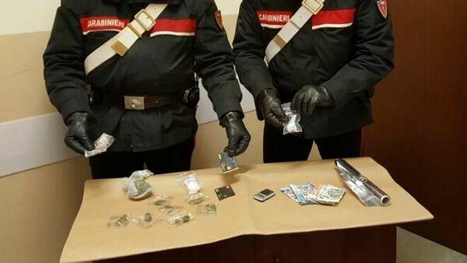 Cocaina, crack e hashish: spacciatore arrestato a Castello di Cisterna