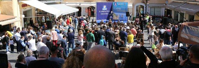 Capri Covid free, l'annuncio di De Luca in piazzetta: «Ora Ischia, Sorrento e il Cilento»