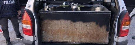 Gasolio di contrabbando distribuito a domicilio: due denunce a Napoli