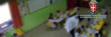 «Maestra tottò», il bimbo denuncia maltrattamenti: sospese insegnanti