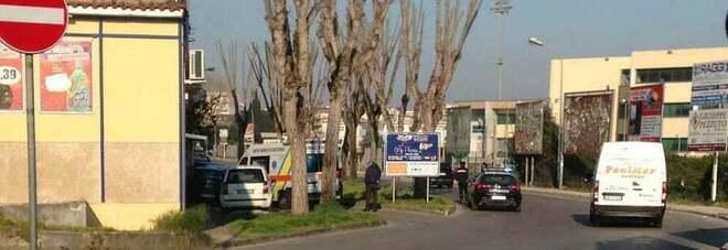 Suicidio a Marano di Napoli: donna si lancia da un balcone di via Falcone