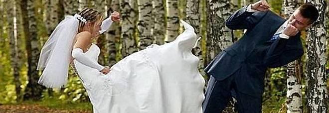 Matrimonio In Rissa : Moglie e marito ubriachi rissa dopo il matrimonio mattino