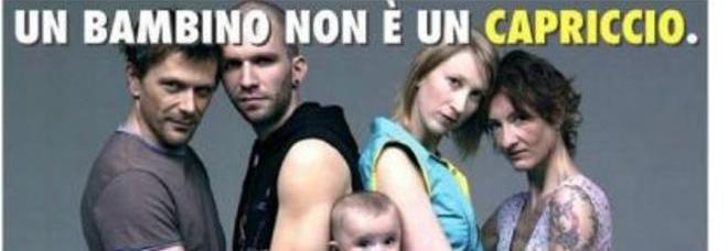Adozioni gay: Fratelli d'Italia ruba la foto, Oliviero Toscani promette denuncia | Guarda