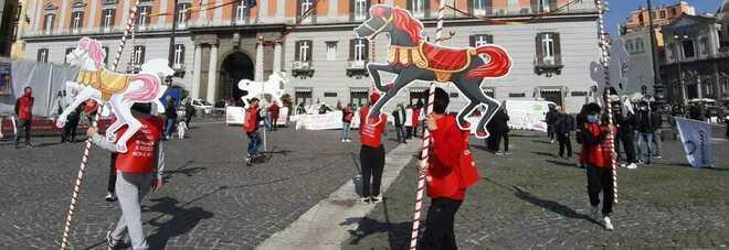 Napoli zona rossa, la protesta dei lavoratori dello spettacolo tra Mercadante e Plebiscito