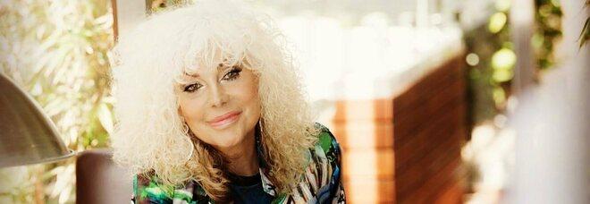 Donatella Rettore, l'ira della cantante: «Ho 64 anni e patologie, ma ancora niente vaccino»