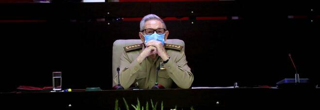 Raul Castro si dimette da segretario del partito comunista: dopo 60 anni a Cuba comincia una nuova era