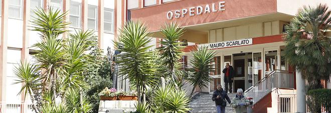 Covid center a Scafati, morto 71enne e la figlia: «State attenti, fatelo per papà»