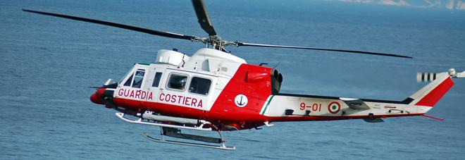 Elicottero Napoli : Accusa malore su nave da crociera turista in elicottero al