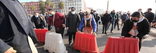Bar e ristoranti chiusi a Napoli, riunione con la Regione: «Nessun risultato, la protesta riprende»