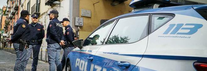 Napoli, donna accoltella alla gola il marito dopo una lite, arrestata in albergo