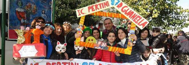 Anche il sindaco di Napoli Luigi de Magistris ha preso parte al Carnevale  organizzato a Scampia per il 37esimmo anno consecutivo dall associazione  culturale ... d3f6e6bff89