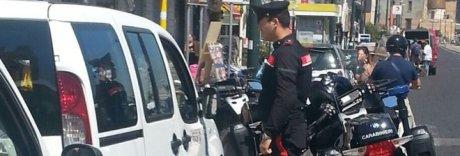 Napoli, i tassisti salvano un turista dalla rapina: malvivente bloccato