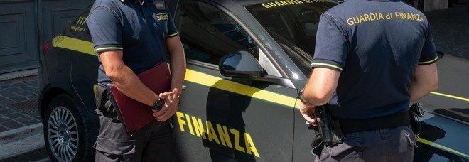 Camorra, blitz a Firenze: 13 indagati, bloccati «l'ascesa di un clan e finanziamenti Covid»