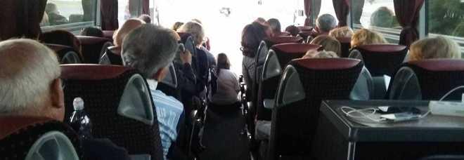 Un gruppo di fedeli in partenza per Roma
