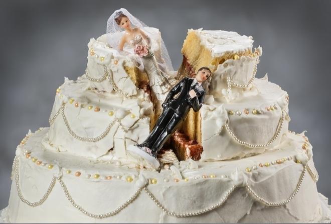 Un uomo sposa la stessa donna quattro volte e divorzia tre volte in 37 giorni per ottenere l'indennità di lavoro