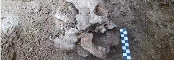 Il bimbo vampiro sepolto in un cimitero antico in Umbria: il caso affascina gli archeologi di tutto il mondo