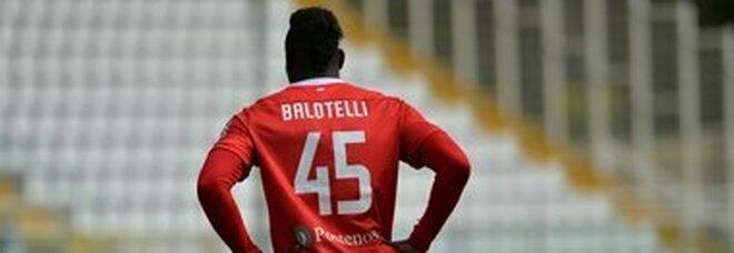 Balotelli, ufficiale la firma con l Adana Demirspor. In Turchia avrà uno stipendio mostre