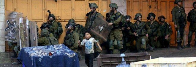 Israele e Striscia di Gaza, notte di scontri: 82 morti palestinesi e 6 israeliani. Voli civili deviati da Tel Aviv