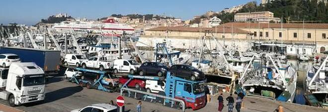 Positivo fugge dal porto di Ancona prima di imbarcarsi: caccia a un 40enne greco