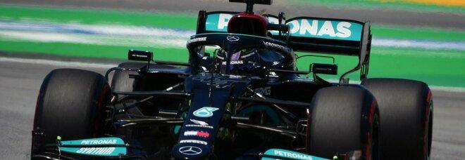 Hamilton da leggenda: a Montmelò arriva la pole position numero 100