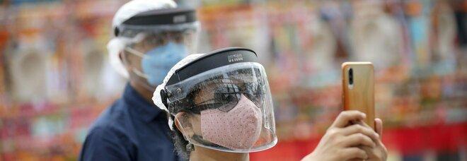 Covid, lo studio: «Indossare la mascherina riduce di 23 volte la possibilità di prendere il virus»
