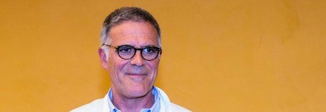 Covid, Zangrillo: «A fine mese diremo addio alle mascherine»