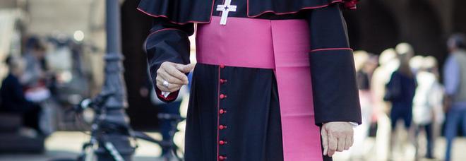 Vescovo in Germania pronto a dare la benedizione alle coppie gay: «Come posso rifiutarla?»