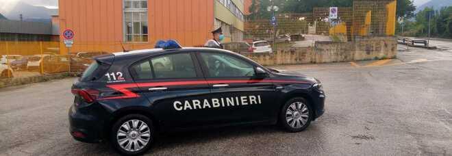 Accoltellata in casa, donna trovata morta nel Torinese: fermato il figlio