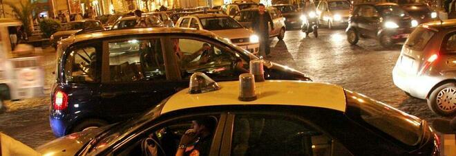 Napoli, tentano di rubare uno scooter a piazza Vanvitelli: arrestano padre e figlio